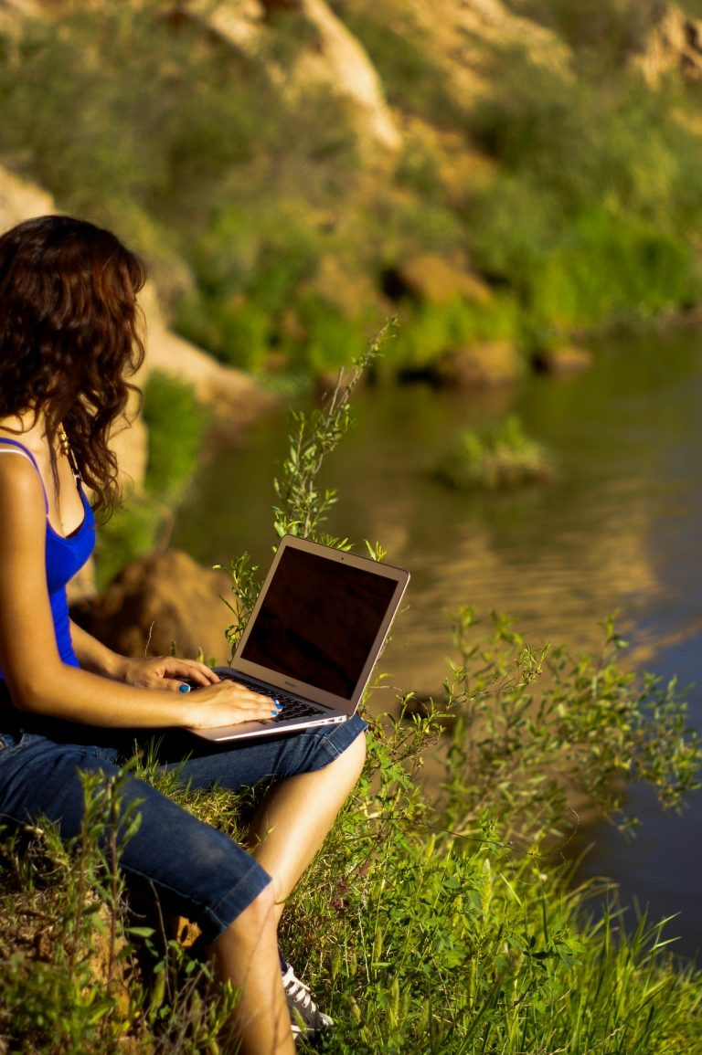 Laptop und Natur
